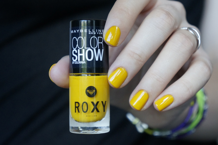 electrique yellow 749 color show vernis roxy gemey maybelline pop surf 749 electrique yellow swatch test avis - Vernis Color Show